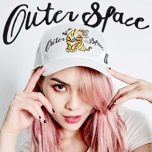 OUTER SPACE 橫須賀刺繡硬頂老帽 黑白兩色