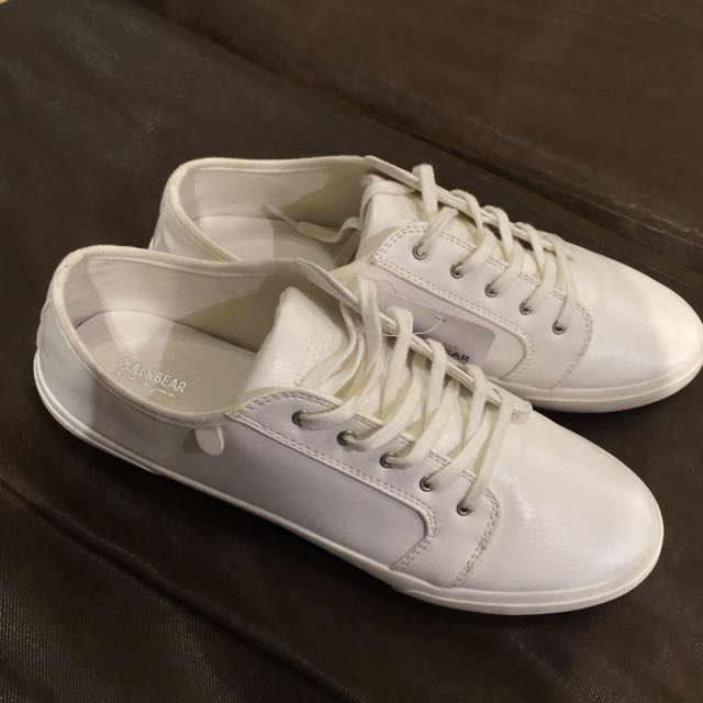 Pull & Bear / White Shoes
