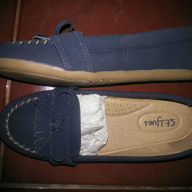Sepatu ST.yves  Kondisi Baru Branded Matahari