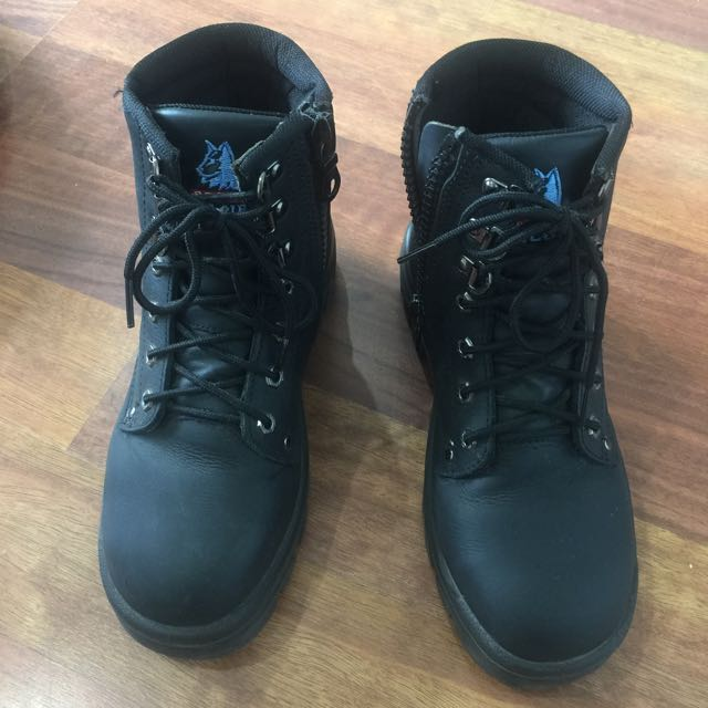 Steel blue safety shoes 100% comfort in very good condition RRP$189