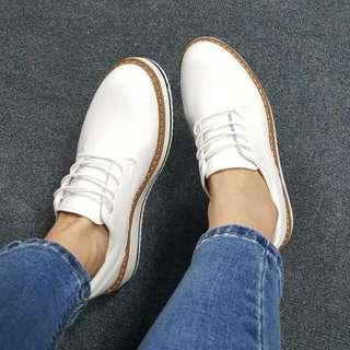 厚底鬆高白鞋