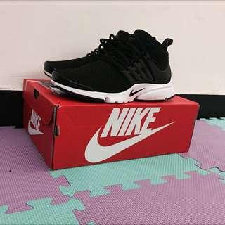 出清二手收藏Nike Air presto ultra flyknit 黑白魚骨編織