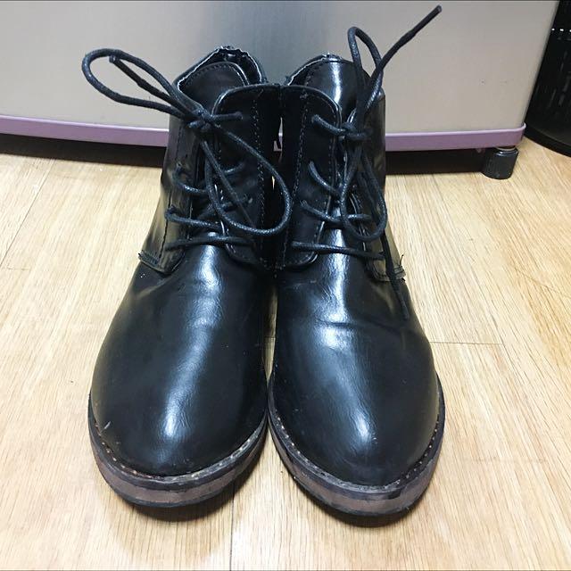 黑色綁帶裸靴