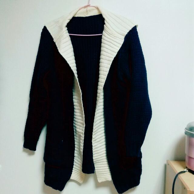 深藍毛衣外套