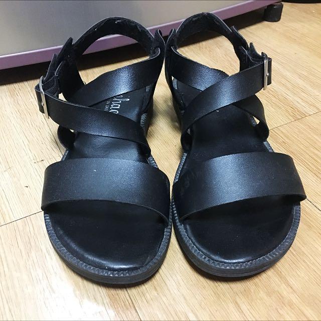 黑色 交叉扣帶涼鞋