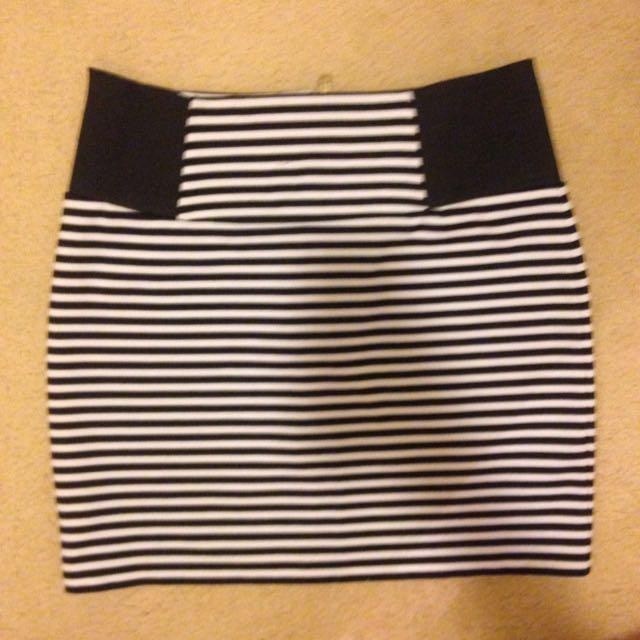 Black And White Stripped Mini Tight Skirt