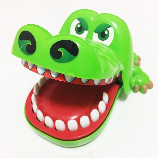 Crocodile bite finger toy