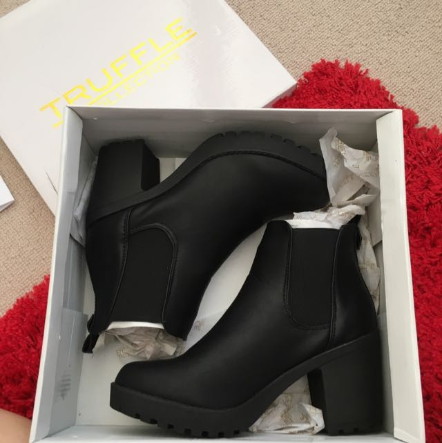 Heeled Chelsea Boots Size 37