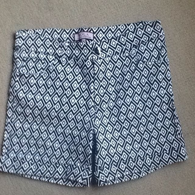 HOLA Black /white Diamond Design Stretch Shorts. Size M