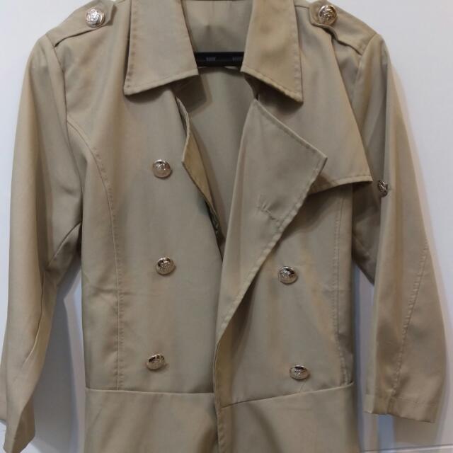 OB 卡其緞面雙排扣翻領後綁帶收腰風衣外套