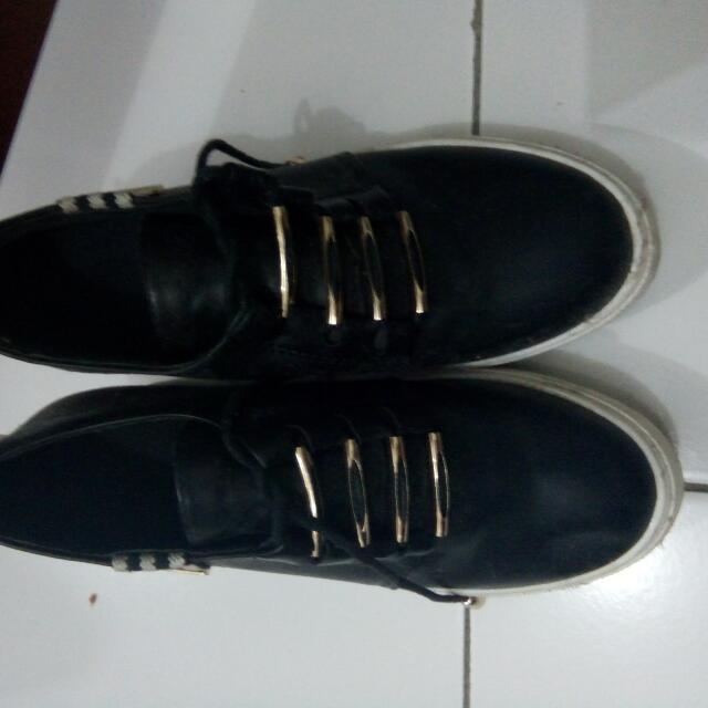 Sepatu Fashion Black