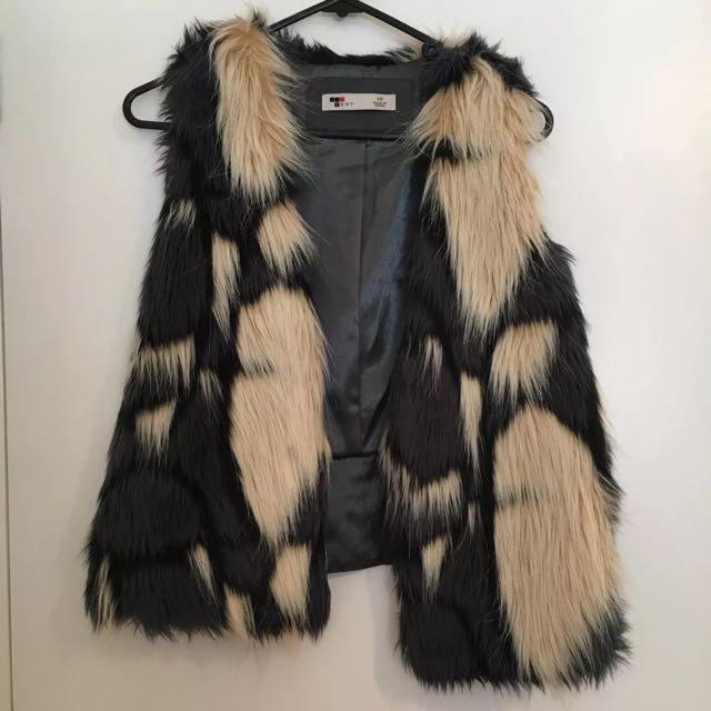 TEMT Faux Fur Vest, 10