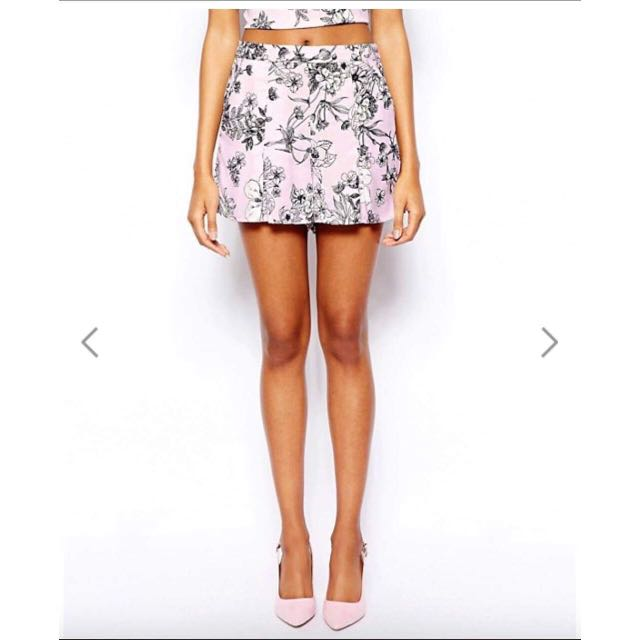 WAREHOUSE Size 6 Floral Shorts