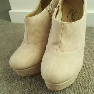 Lipstick Nude Wedges Size 8