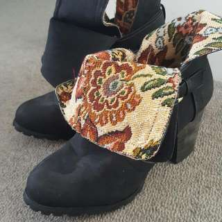 Pull On Boots Size 7