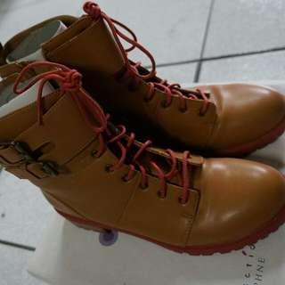 達芙妮 撞色短靴 25號
