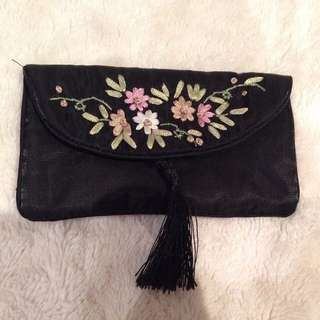 Small purse/clutch with tassel