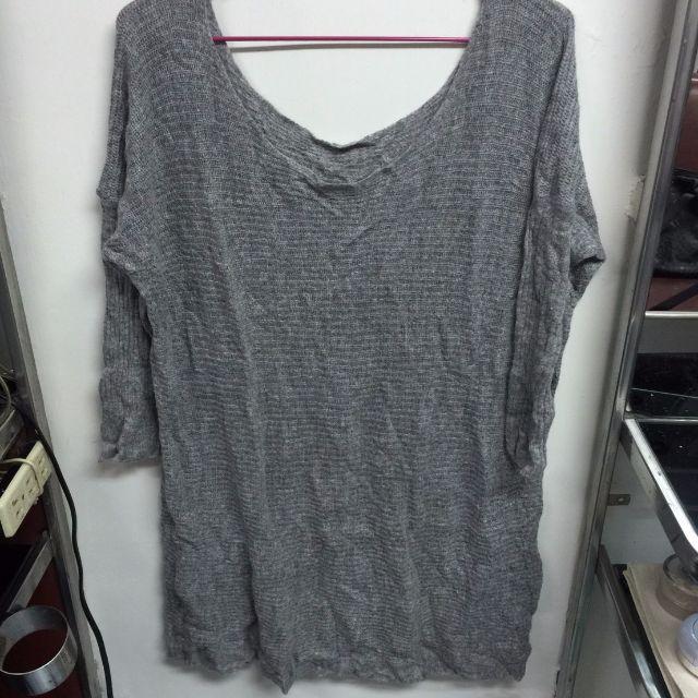 2手  針織  薄毛衣 每件都200元 兩件以上免運
