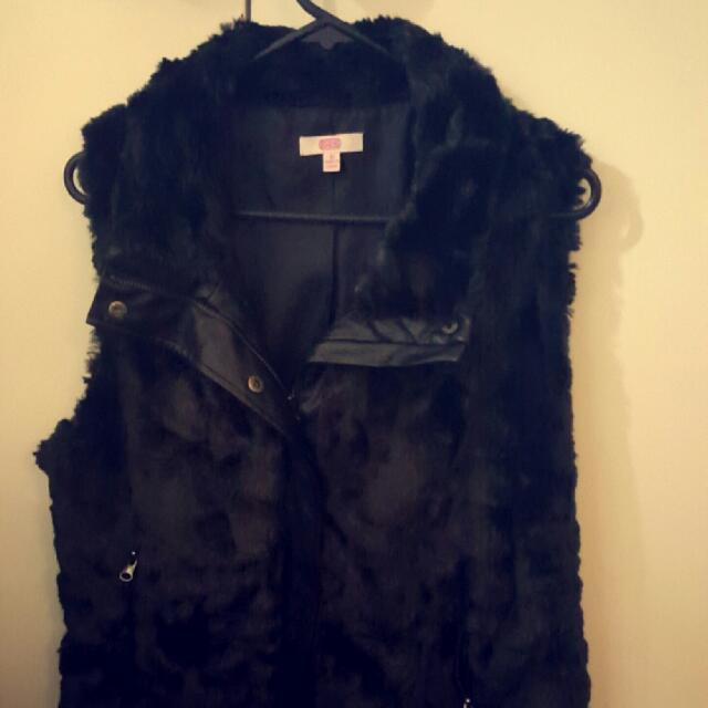 Black Fluffy Vest Size 10 Better Suited To A 12. Ive Only Worn This Twice In The Short 3 Months I've Owned It And Love It But It's Just Too Big