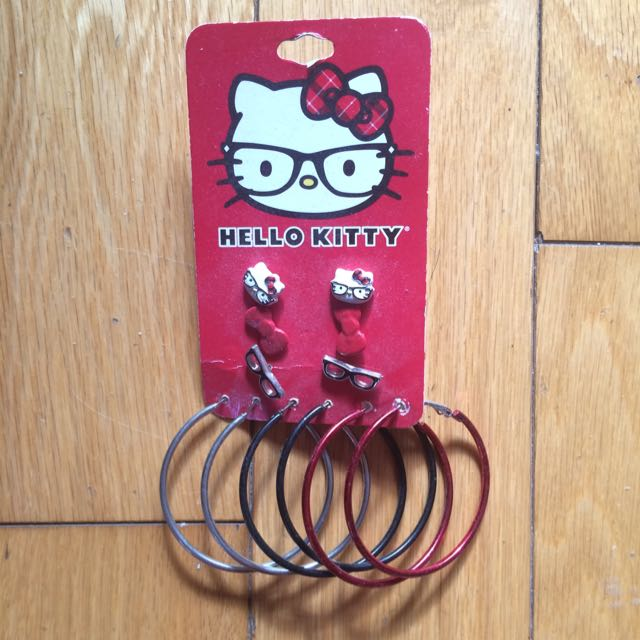 HELLO KITTY Studs And Hoops.