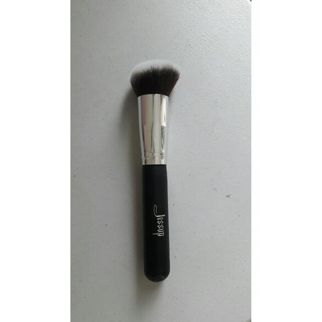 Jessup Round Angled Kabuki Brush (Pecahan Set)