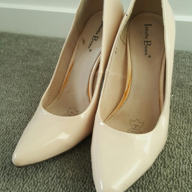 Nude Pointy Pumps Size 6.5