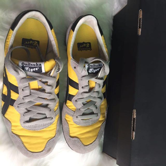Onitsuka Tiger Shoes Fesyen Wanita Sepatu Di Carousell