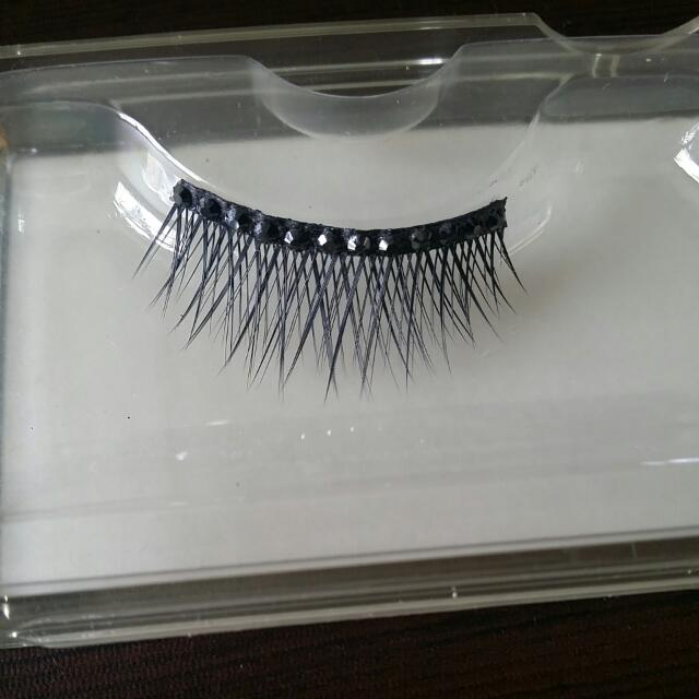 Preloved Authentic Shu Uemura False Eyelash Dazzling Black Diamante