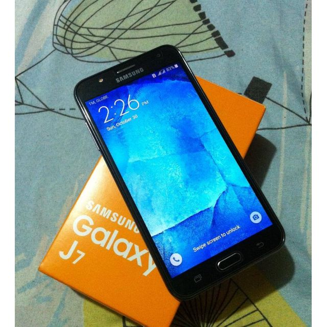 Samsung Galaxy J7 2015 w/ warranty
