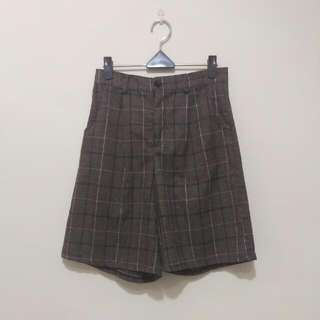 稻草 格紋五分褲 附皮帶