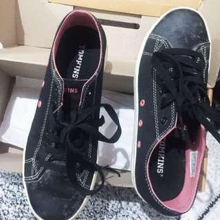 Sepatu Kets Tomkins