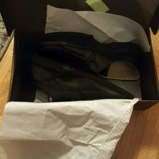 Real Leather...memory Foam Kids Shoes...size 5...only Used In The Apartment...never Been Used On The Street