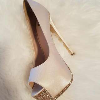Zu Shoes, Size 6