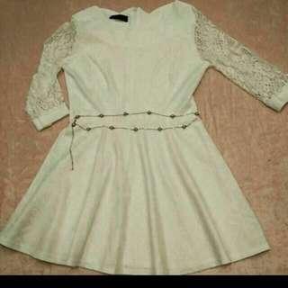 白色雷絲洋裝
