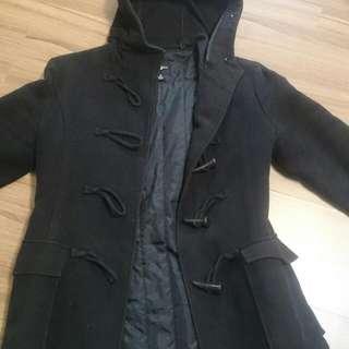 黑色牛角釦厚外套