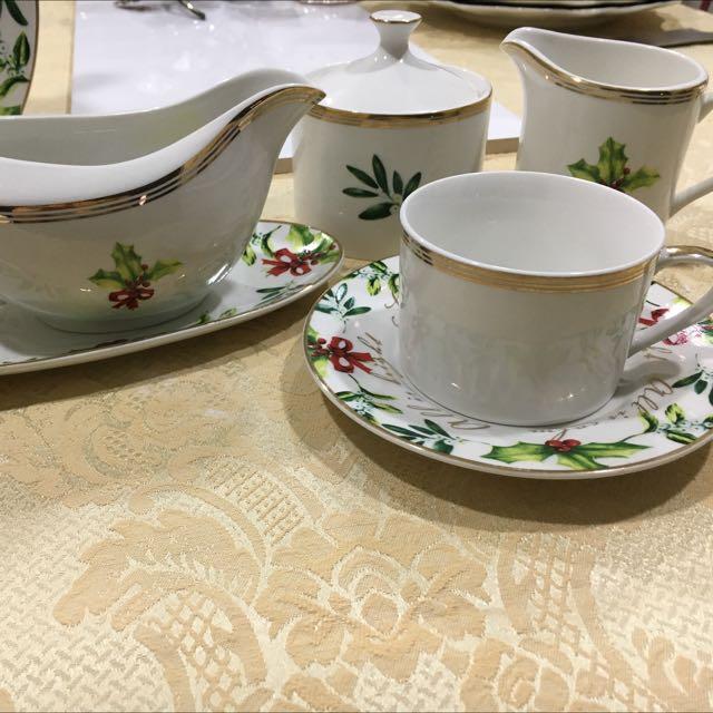 Alex Liddy Christmas Dinner Set, Kitchen & Appliances On