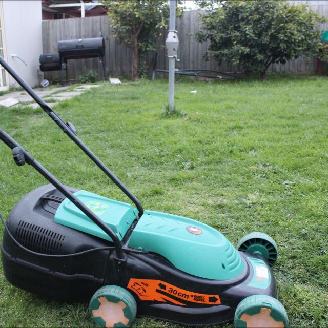 Black & Decker Electric Lawn Mower