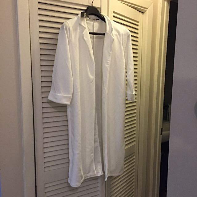 Boohoo White Overcoat - U.K. Size 10 NEVER WORN!