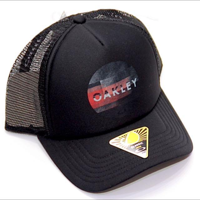 bf74da3fb91 OAKLEY Men s Graphic Foam Trucker Cap - Black Red 10 PCS ONLY