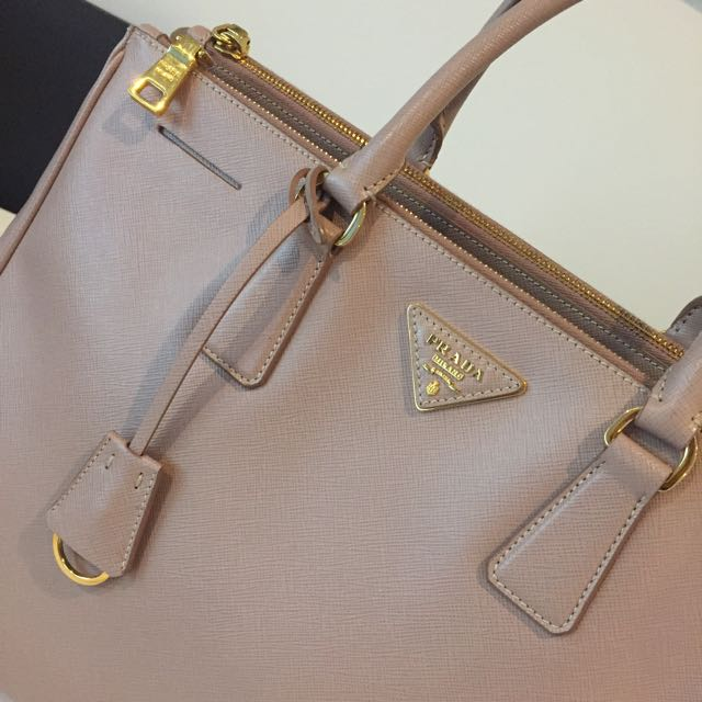 Prada Cammeo Saffiano Lux Leather Double Zip Medium/Large Tote Bag BN1786