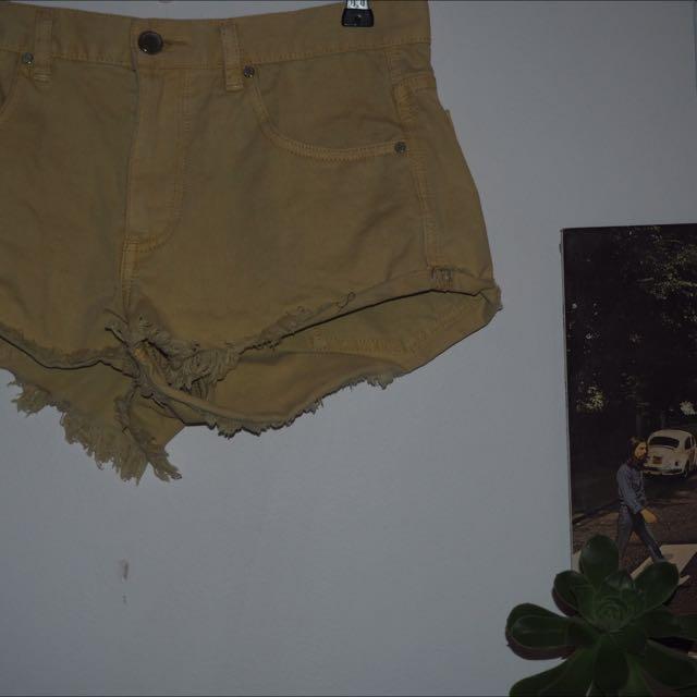 Stüssy Pale Yellow High Waisted Shorts