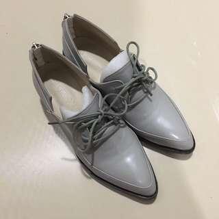 後拉鍊尖頭紳士鞋