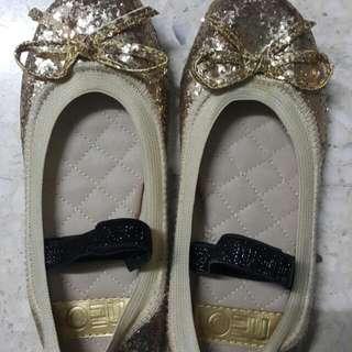 Gold Glitter Shoe