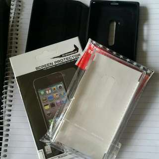2 Plastic Screen Protectors And 2 Cases For Nokia Lumia 900