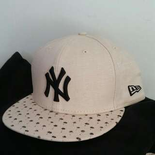 Brand New Authentic New Era Yankees Cap. Fitted Sz. 8