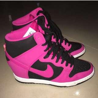 Nike 桃紅內增高球鞋