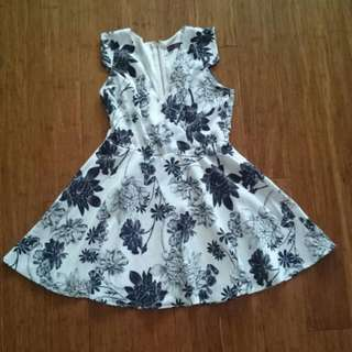 🆓 Shipping Black & White Floral Skater Dress 14