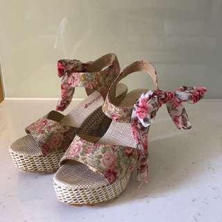 浪漫花花綁帶高跟楔形涼鞋36、37可穿