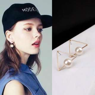 Korean Inspired Triangle Gold Pearl Earring (1010)