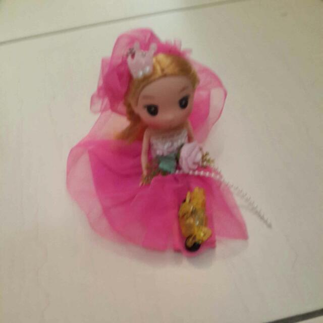 漂亮的公主娃娃